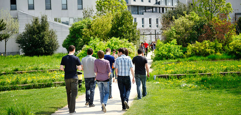 Image of students walking in on the ENS Lyon campus.