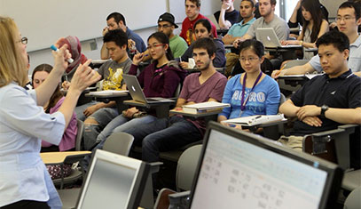 Image of a lecture with a professor and students.