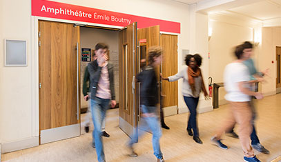 Image of students leaving a French lecture hall.